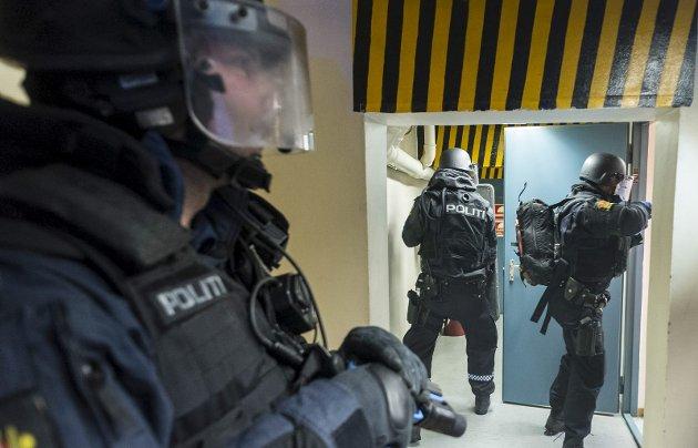 Eggemoen bør nå omsider vurderes som stedsvalg for nasjonalt beredskapssenter, mener Torgeir Haave Bentsen. Dette bildet er fra beredskapsøvelse i lokalene til Huhtamaki hvor både politiet og brannvesenet var med.