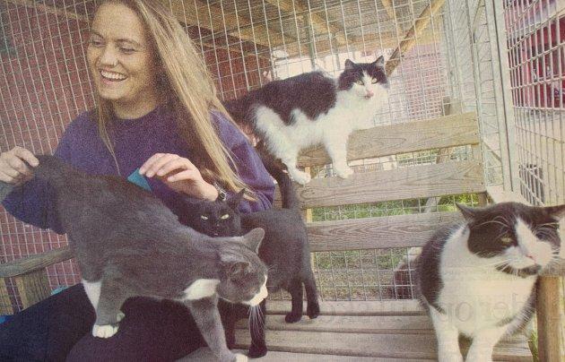 DYRENES VENN: Heidi Halvorsen er engasjert i katters ve og vel, men også levende opptatt av å bistå og beskytte alle slags dyr.