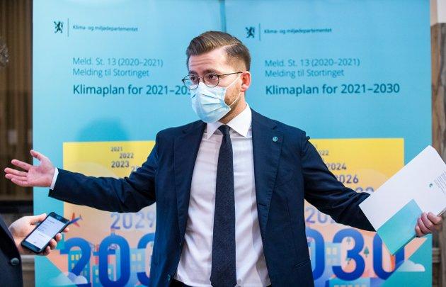 """Klima- og miljøminister Sveinung Rotevatn under presentasjonen av stortingsmeldingen """"Klimaplan for 2021-2030"""""""