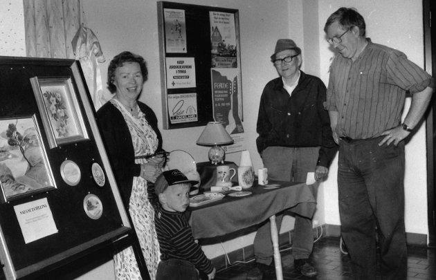 1992: Kunstutstilling ved Jaren Postkontor.