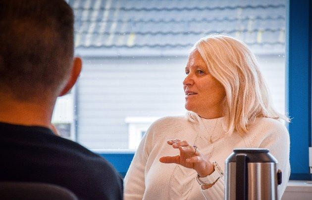 AVKREFTER: Kirsti Sandnes Fjær, kommunalsjef for oppvekst og familie i Nærøysund, avkrefter at skolene i Nærøysund har store problemer.
