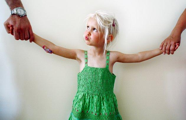 – Misbruk må få konsekvenser: Dagens system gir den som har hovedomsorgen for barnet, gjerne den som «stjal» barnet i utgangspunktet, stor makt, skriver innsenderen som mener dagens praksis i saker med barnefordeling ikke tar nok hensyn til hva som er til barnets beste. Illustrasjonsfoto: NTB scanpix.