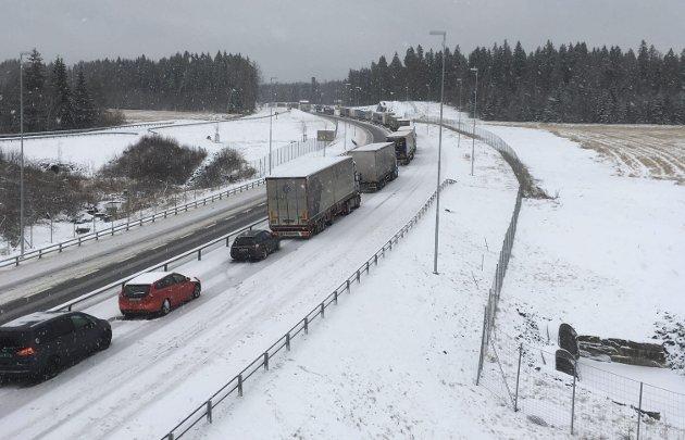 Mer av dette: Tofeltsvei og midtrekkverk kan føre til full stopp, slik vi fikk torsdag øst for Ørje.ARKIVFOTO