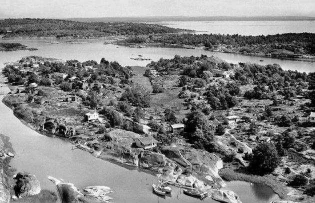 Siljeholmen 1957: Hyttebyggingen hadde kommet godt i gang i mellomkrigstiden og skjøt videre fart etter krigen.