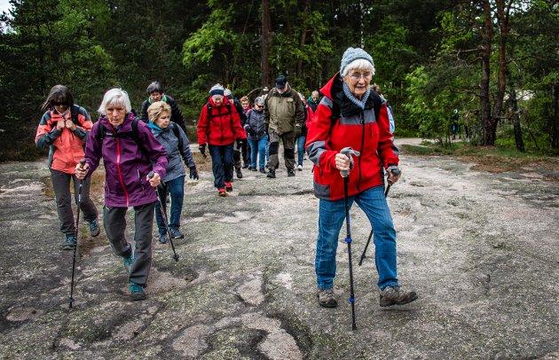 Erik Skauen mener at å gå på tur og sette pris på naturopplevelser er beste måten vi mennesker kan forstå hva som står på spill når det biologiske mangfoldet er truet. Bilde fra «saktegåing» i Fredrikstadmarka.