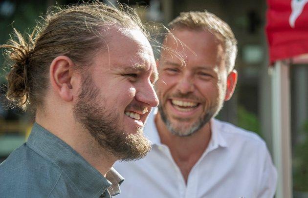 SVs Freddy André Øvstegård, her sammen med partileder Audun Lysbakken, styrker sine muligheter til å få den åttende plassen fra Østfold.