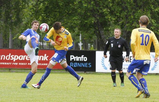 Fra kampen MIL mot SIL på Kippermoen. Det ble en storseier til hjemmelaget etter at de snudde 0-1 til 7-1. Espen Nergård etter en corner.