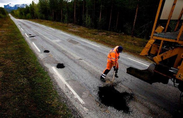 Jeg kan forstå ønsket om bedre veier og bedre infrastruktur nord for Fauske, men jeg nekter plent å måtte velge mellom noen klatter asfalt innimellom telehivene og en togbane som skal vare, skriver SVs stortingskandidat Katrine Boel Gregussen.