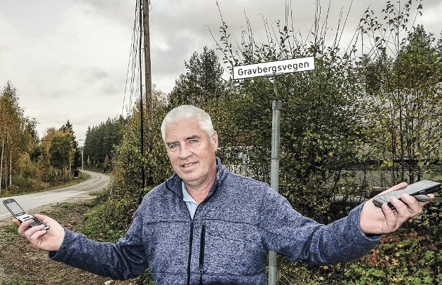 FORTVILER: Odd Even Fylling i Risberget fortviler om manglende mobildekning. (Foto: Sverre Viggen).