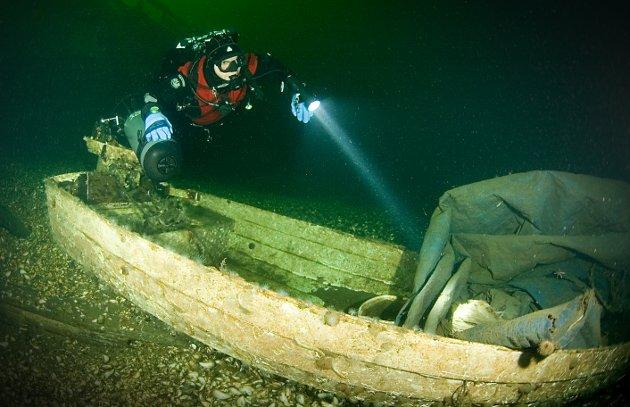 Det finnes en rekke båtvrak på havbunnen i Oslofjorden, små og store. Her en mindre båt fra Steilene.