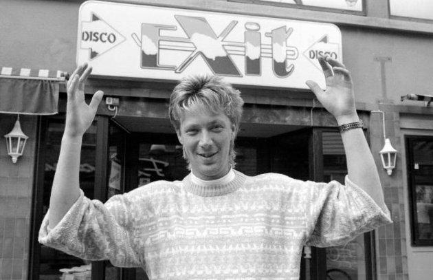 Exit Disco åpnet i 1989 på ny bare tre uker etter at ''moderselskapet'' Pierrot stengte på grunn av konkurs: Innehaver Jon Häckert fikk bevilling og drev det han tror er byens eneste gjeldsfrie diskotek. på den tiden