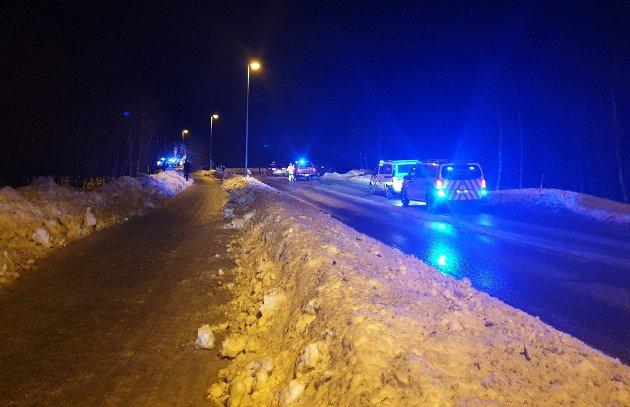 Bildet er tatt en halv time etter ulykken, like nord for Ellas Minne i Bjerkvik. Det ble tidlig lange køer på begge sidene av ulykkesstedet.