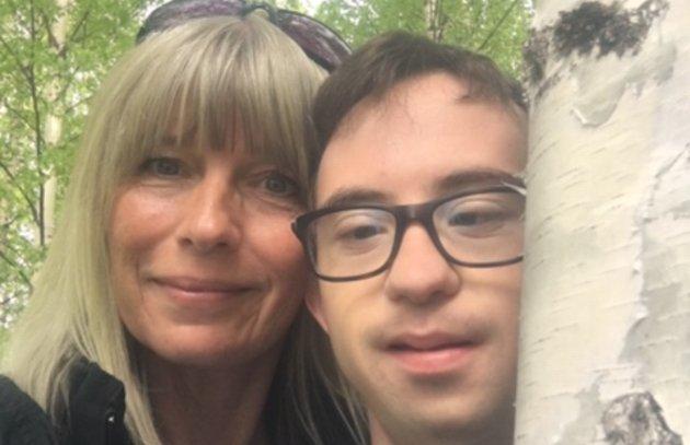 Nina Moen skriver om sin og sønnen Sindres kamp for livet.