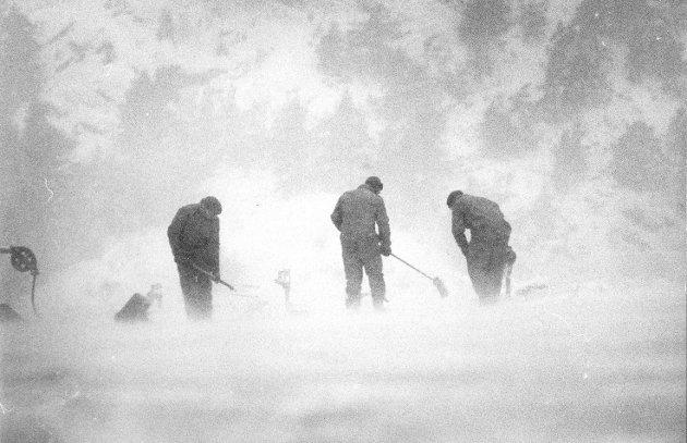 I føyka: Heftig snøvær i Halden en vinterlig januardag i 1987.