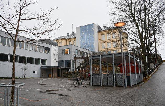 - Å flytte en del av skolen til Kalstad igjen, med alt som følger med dette, vil bety at man ødelegger en nå velfungerende skole som har barna i fokus, skriver assistenter og fagarbeidere ved Kragerø skole og SFO Kragerø, blant annet i dette leserinnlegget.