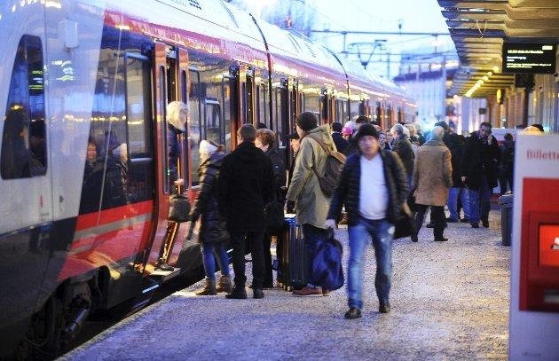 Intercity: Det er komplett uforståelig at ikke alle traséforslagene inneholder stasjon på flyplassen, skriver John I. Liverød.