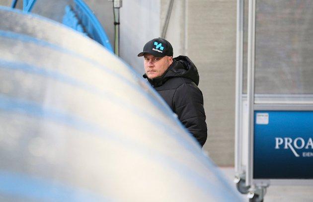 Steffen Landro måtte bokstavelig talt ta sin hatt og gå. Valget fant onsdag morgen.