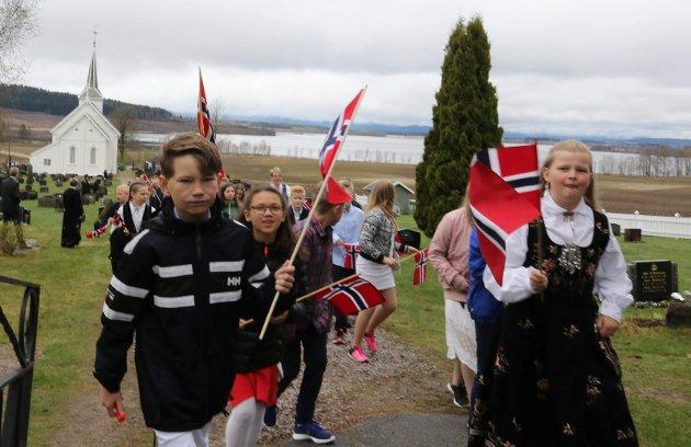 17. maitoget i Gjesåsen på vei fra Gjesåsen kirke til Sønsterud skole