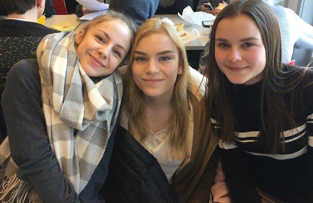 Fra venstre: Ellinor Hopen (15) Pia Rudsengen (16), Ingrid Torlin Erichsen (15) , Lunner: – Man kan fikse noe god mat, se en fin film, også er det veldig godt hvis noen styrker en litt i håret.