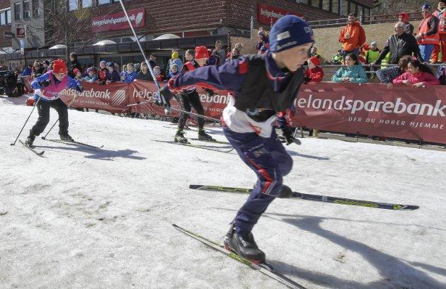 Skolesprinten i Bysprinten 2016. Idrettslinja ved Mosjøen videregående skole arrangerer stafett, og i år var det 290 deltakere fra alle skolene i Vefsn, Grane og Hattfjelldal.