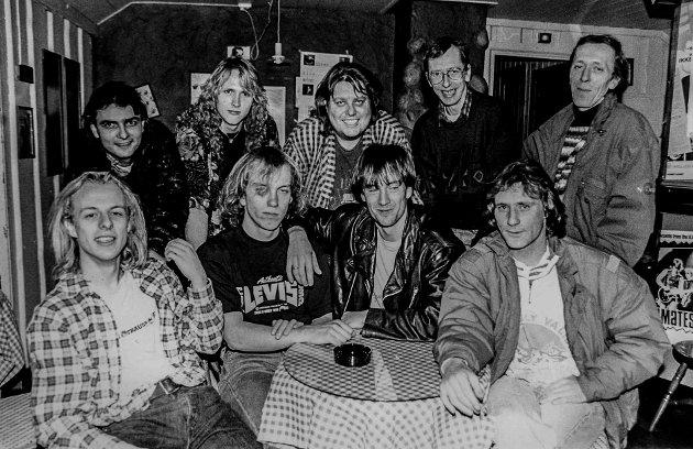 """De reklamerte for """"Ribberock"""" julen 1992. Sittende fra venstre Mats Sørsdal, Johnny Nicolaysen, Svein Olav Sørdalen Alexsander Sørsdal, Jan Onerud, Dag Ronny Helgesen, Kåre Haug og Bjørn Haug."""