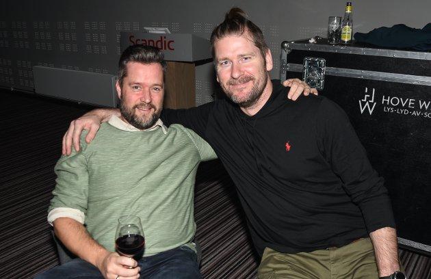 Kameratene Pål Asphaug og Tommy Myrvang er glade i CC Cowboys sin musikk.