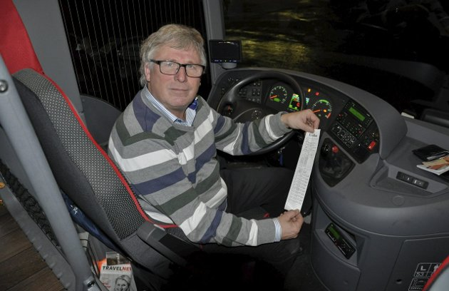 Rolf Lie i Askeladden reiser og transport er oppgitt over regelverk for kjøre- og hviletid og håndtering av regelverket. – Regelverket blir mer og mer rigid og verre og verre å følge, sier Lie.