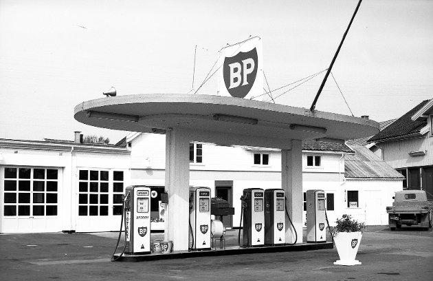 Torvgatens bensinstasjon; eller «Drosjene» som den ble kalt. Den lå der Søebergtorget nå ligger.