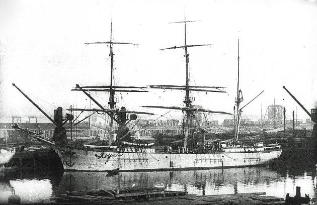 «Royal» i Sandesund havn 1890 (Sarpsborg kommunes fotosamling).