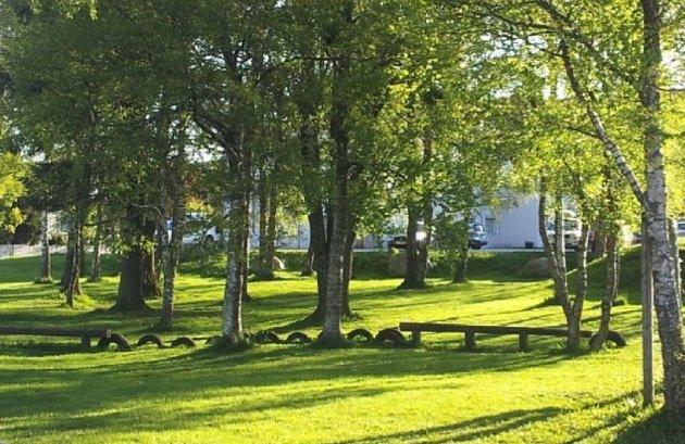 """Lekeskogen i Randaberg sentrum: Bildet er tatt 2. mai 2014 og viser et fint grøntområde kalt """"lekeskogen"""", som boligprosjektet Sentrumsparken har endret betydelig."""