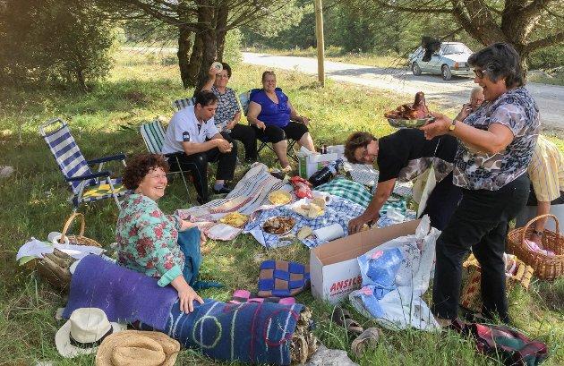 Den årlege pikniken med naboane er ein stor happening. Anne Grethe og Kjetil har blitt godt mottekne av naboane i Casais Maduro.