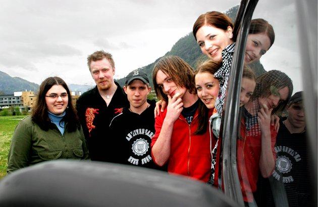 2005: Ingeborg Knapstad,  Endre Risnes (russebilsjåfør), Jørn Are Kilnes, Kim-Ove Kvandal, Sandra Mikalsen, Bente Sølvberg (f.v.)