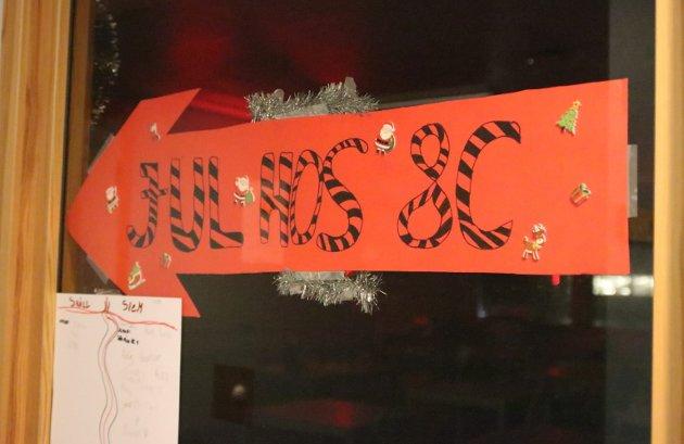 Elevene på Risum ungdomsskole har pyntet til jul.