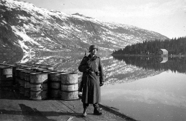 Vaktsoldat ved Finneidfjord, mai 1940.