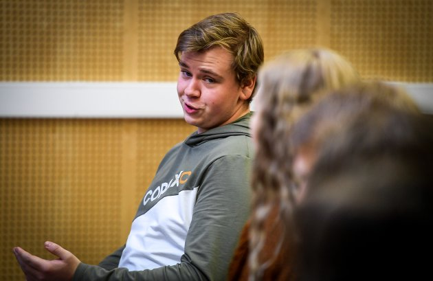 Joakim Hansen spiller rollen som Markus i forestillingen om en 19 år gammel gutt som har det tøft og snur til rusmidler for å gjøre hverdagen lettere.