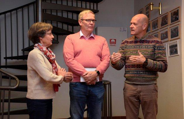VALGTE HØYRE:  Kristin F.  Bjella (Sp) valgte Høyre og Syver Leivestad, og ikke Arbeiderpartiets Tom Olsen (i midten).