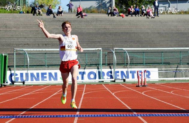 Gular-løperen Marius Vedvik (23) knuste konkurrentene med tiden 30.54,0 på 10-kilometeren.