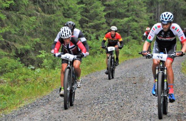 KJEMPER MED GUTTA: Camilla Hott, Ullensaker CK (startnr 42) var eneste kvinnelige deltaker.