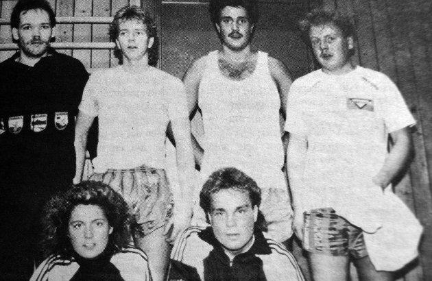 Telemontørene stilte to lag i innendørsserien i bedriftsfotball dette året på et av lagene spilte: Geir Løvdal, Stig Tore Benjaminsen, Svein Arild Danielsen, Odd-Asle Fossen, Werner  Andersen og Liv Anne Liland.