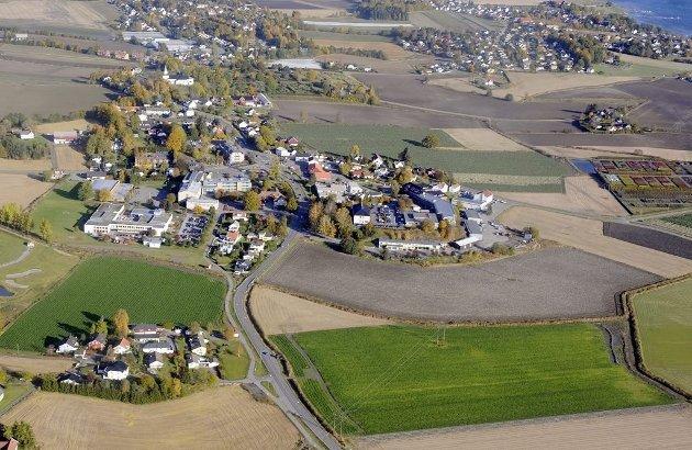 – Angående utbyggingsplanene på Borgheim, må en også spørre seg om ikke investorene Format Eiendom og Veidekke har større ambisjoner enn å bygge ned produktiv matkornjord.