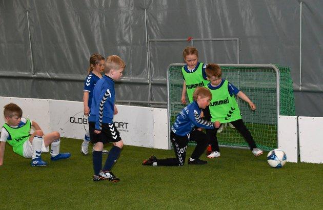 Trøkk: Spilleglede og innsats dominerer når de yngste spillerne til Moelven samles til søndagstrening.
