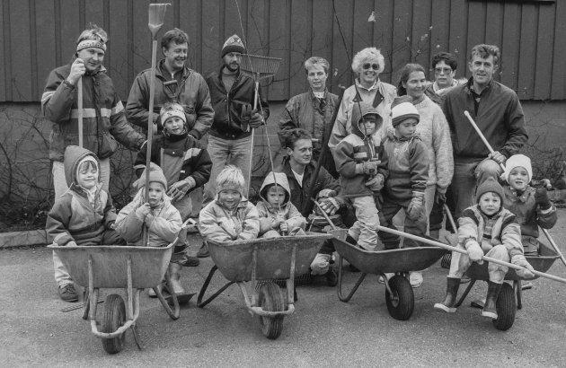 Dugnad i Åssiden barnehage Trøgstad i 1991.