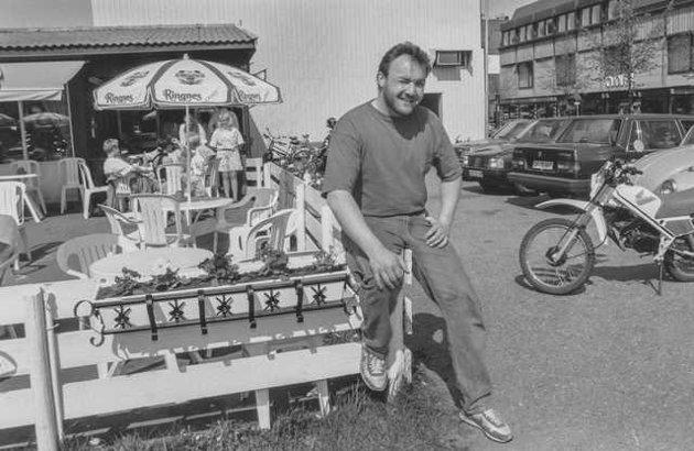 Espen Øvergaard foran Snacken. Bildet er tatt på starten av 90-tallet. Antageligvis i 1991 eller 1992.