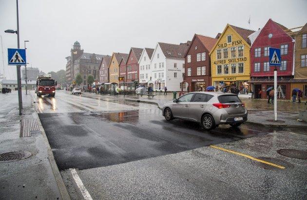 Trond Tystad mener kjente turistobjekter i Bergen, som Bryggen (bildet) må sikres bedre for gående.