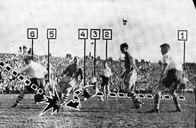 VGs fotodokumentasjon på avslutningen av Larvik Turn-legenden Gunnar Thoresens makeløse soloprestasjon i seriefinalen mot Fredrikstad på Ullevål i 1955. Med sine tall fra 1 til 6 forteller VG også hvilke FFK-spillere som ble rundlurt under Thoresens stormløp mot mål, nemlig Henry Johannessen (1) Willy Olsen (3), Erik Holmberg (2), Reidar Kristiansen (4), Aage Spydevold (5) og Leif Pedersen (6), alle sammen meritterte landslagsspillere.
