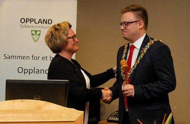 Even Aleksander Hagen (Ap) tar over fylkesordførerklubba etter Gro Lundby.