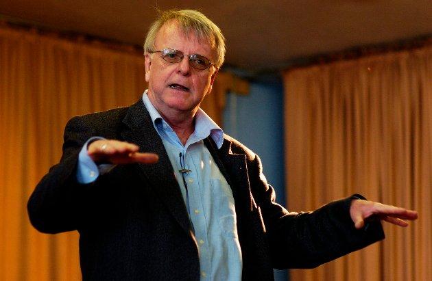 HAR GÅTT BORT: Forfatteren Klaus Hagerup er død. Her er han i Folkets hus i Halden i 2012.