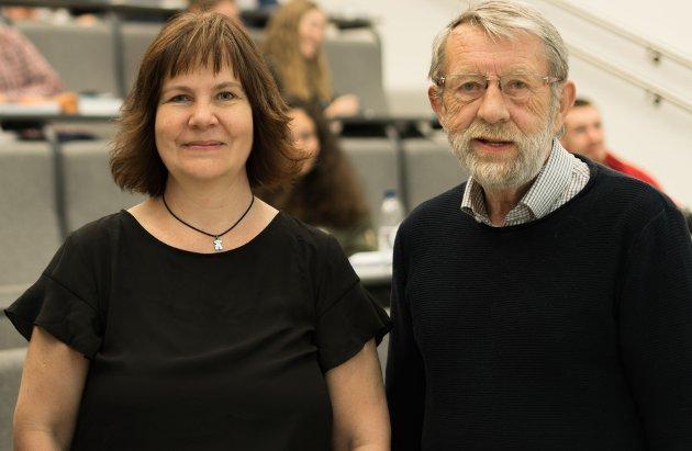 Elisabeth Baklia og Øyvind Eek-Jensen besøker studenter ved USN Kongsberg