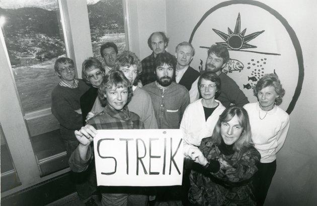 BILDE 1: Lærere ved Kabelvåg Ungdomsskole i streik.