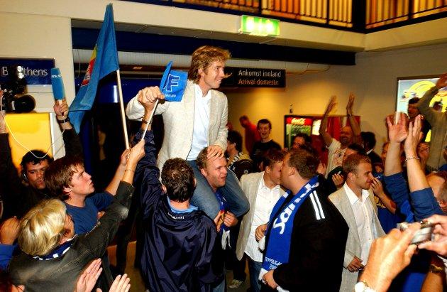 22.september 2006: Spillerne med Fredrik Thorsen på topp, kommer til Torp, etter seieren i semifinalen i cupen. Rosenborg-Sandefjord fotball 2-5.